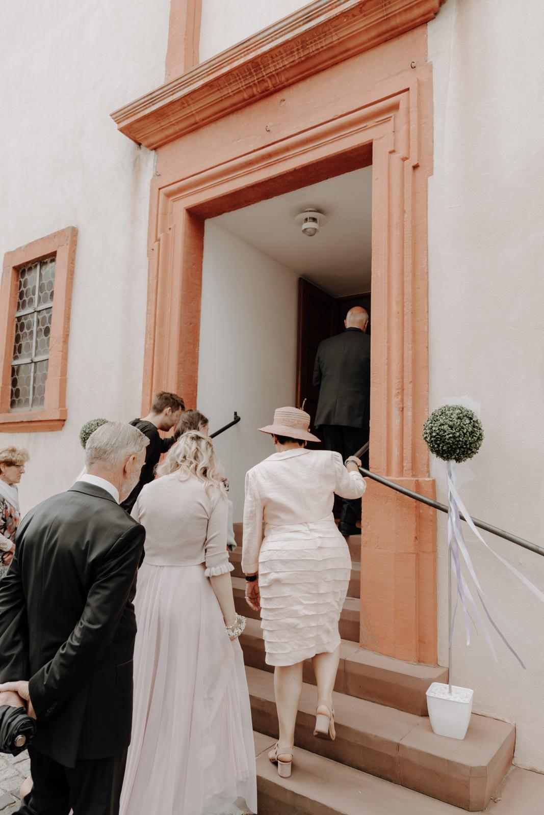 hochzeit-janina-und-christian_website_jasminjohanna_72dpi_80pz_1600-Janina&Christian–Trauung–Auswahl–RGB–200dpi–90pz-8